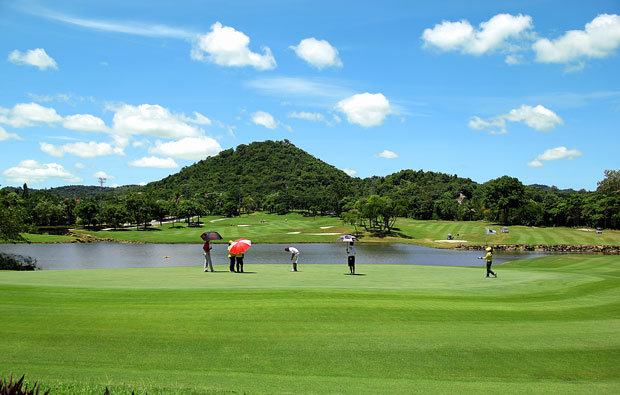 putting at laem chabang international country club, pattaya, thailand