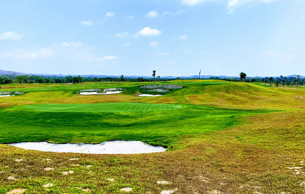 Siam Country Club Rolling Hills Green